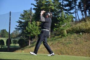 高齢の男性ゴルファーの画像