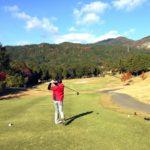秋は理想的な気温でゴルフができるということが伝わる画像