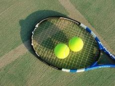 テニスボールとラケットの画